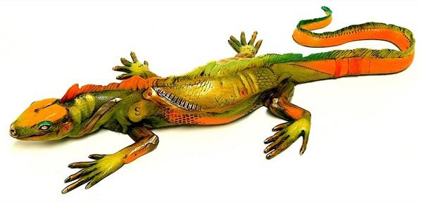 Anna la Iguana Medium